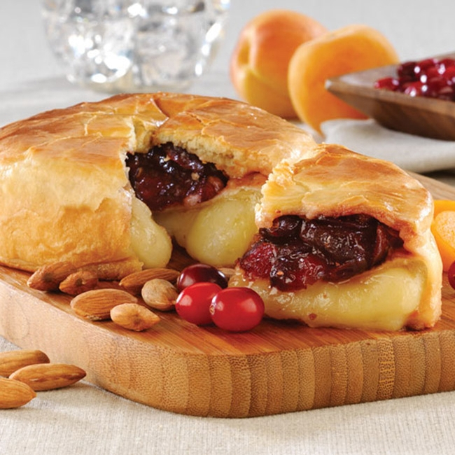Baked Brie with Apricot, Cranberry and Almonds